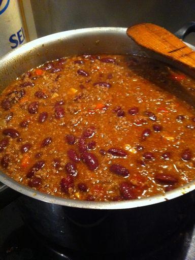 cumin, boeuf haché, haricot rouge, origan, tomate, piment de Cayenne, oignon, ail, tabasco, olives, piment d'espelette, sel, poivron, bouillon