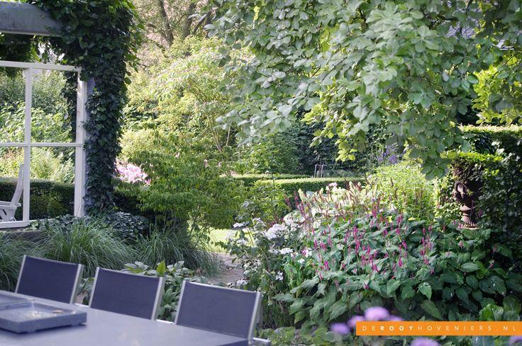 Tuin idee De Rooy Hoveniers bloementuin bloeiende borders groene tuin stijlvolle tuin Dussen