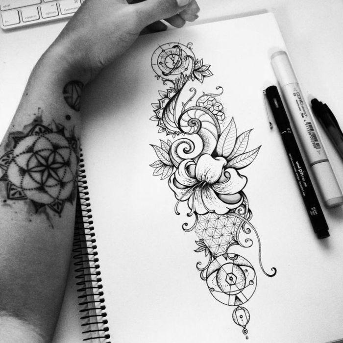 les 25 meilleures id es concernant tatouage fleur. Black Bedroom Furniture Sets. Home Design Ideas