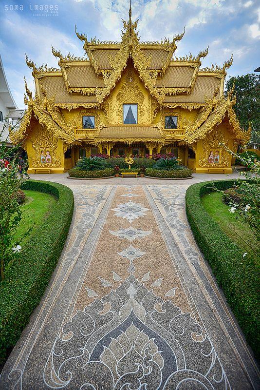 El baño público más bonito del mundo! A unos pasos del Templo Blanco en Chiang…