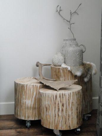 Boomstam meubels; bijzettafels als set Ál uw houten meubels vindt u bij Stoereplanken.nl. Klik direct door!