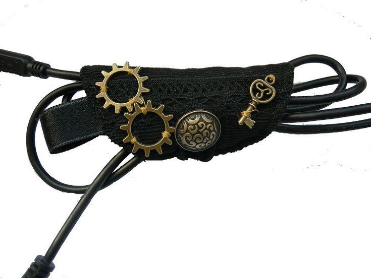 Handy-Zubehör - Kabelorganizer schwarz gothic Zahnräder Organizer - ein Designerstück von Miss-ZierWeeerk bei DaWanda