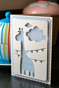 Nouvelle carte personnalisée de bébé avec girafe mignon