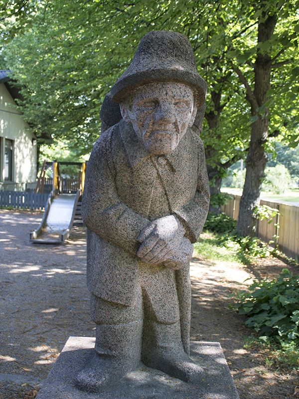 In 1981, artist Viljo Mäkinen donated his work Korppu-Vihtori to the City of Turku. The plaster sculpture was originally meant to be carved from granite. The sculpture was then realised into Vehmaa red granite at the stoneworks of Loimaan Kivi.