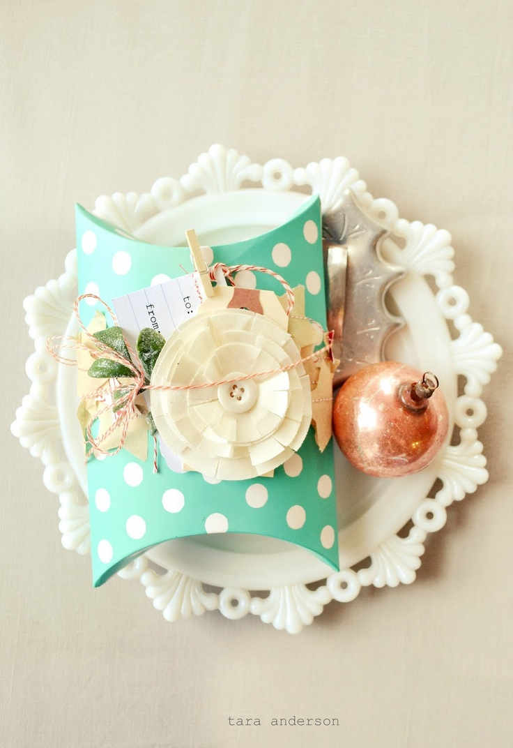nice pairing...Pillows Boxes, Polka Dots, Goodies Bags, Christmas Giftwrap, Little Gift, Pink Couch, Goodie Bags, Gift Wraps, Pretty Packaging