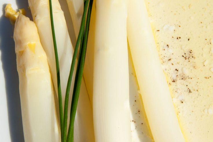 Der deutsche Klassiker: Spargel mit Butter und Beilagen