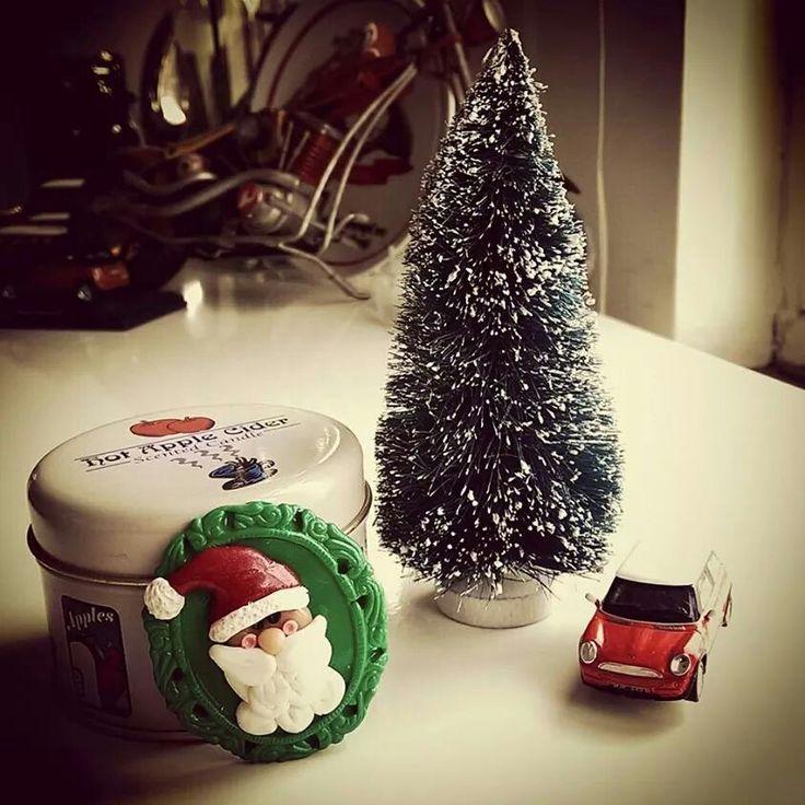 Yılbaşına özel mini çam ağaçları satışta.. Yemekte masanızı 5li set ile susleyebilir, sevdiklerinize hediye edebilirsiniz.. #mutluanlarpartievi