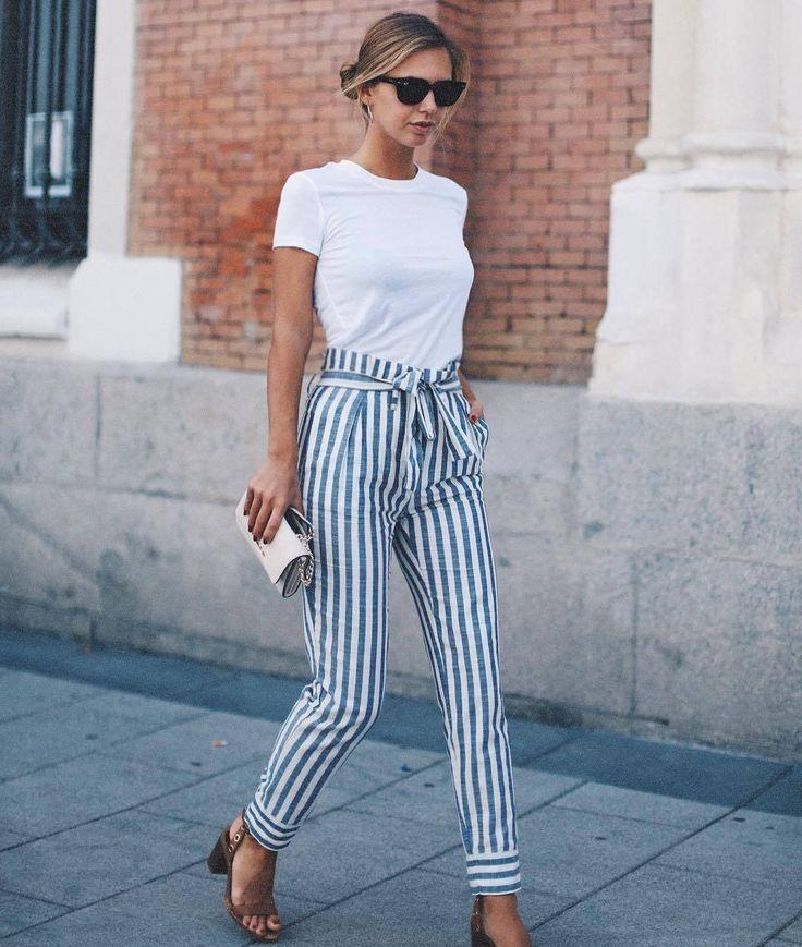 Wir lieben Paperbag-Hosen! Die Kombination aus Blau und Weiß macht den Look perfekt für den Frühling! Auch fürs Büro gut geeignet! #paperbag #hose #springfashion #fashion #look #streetstyle #stripes – Two for Fashion