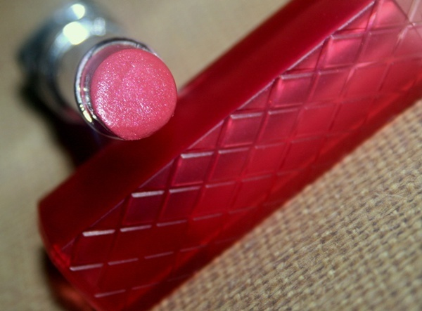 After trying out Revlon's Colorburst Lip Butter in Pink Truffle and being pretty impressed, I got Berry Smoothie, a medium shimmery pink. The shimmer doesn't look very obvious or isn't very chunky but, I wasn't very happy with the way it felt while..