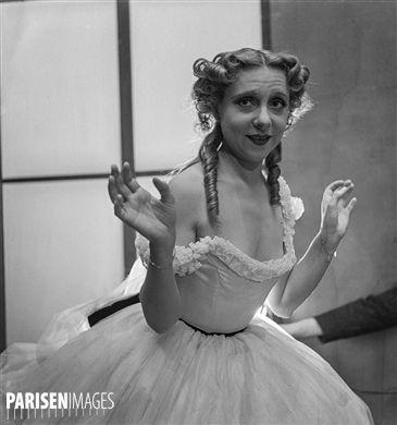 Yvonne Printemps, in Trois Valses, opérette d'Oscar Straus. Paris, théâtre des Bouffes-Parisiens, avril 1937.