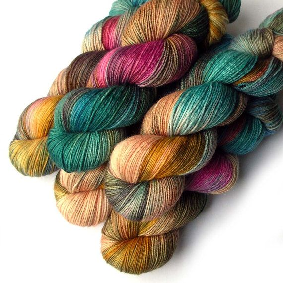 Hey, diesen tollen Etsy-Artikel fand ich bei https://www.etsy.com/de/listing/466754064/sock-yarn-handdyed-merino-cashmere-nylon
