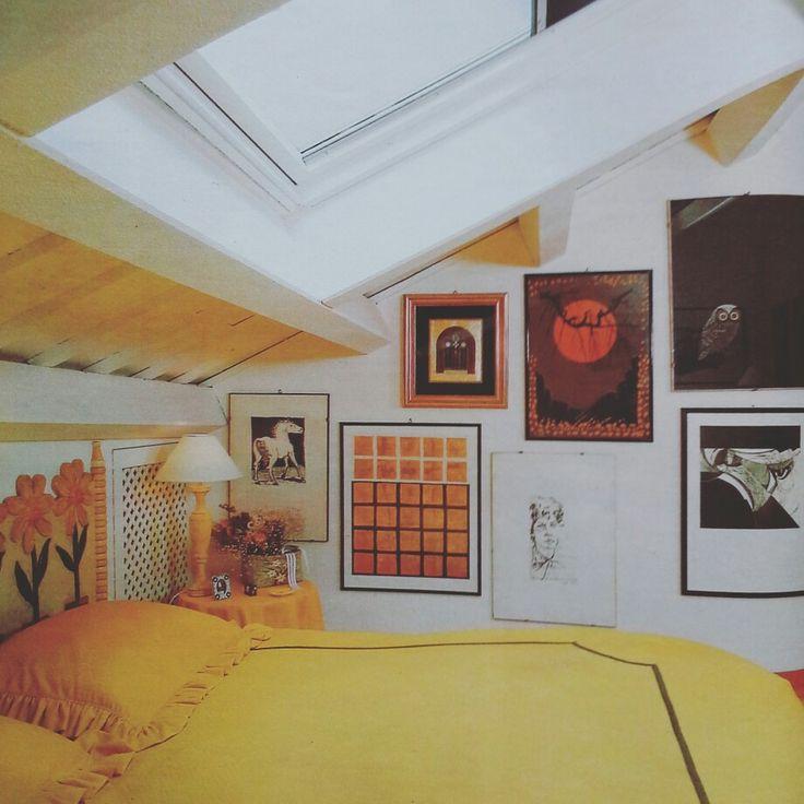 Arredamento giallo anni 90. Camera da letto vintage