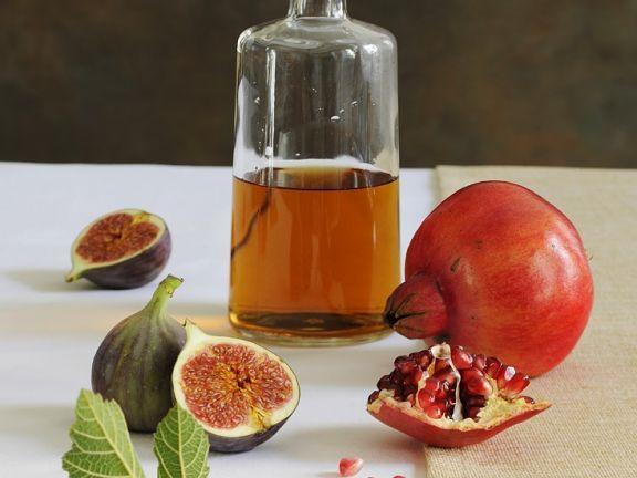 Schnaps aus Feigen und Granatapfel ist ein Rezept mit frischen Zutaten aus der Kategorie None. Probieren Sie dieses und weitere Rezepte von EAT SMARTER!