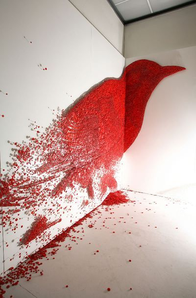 How fabulous is Ran Hwang, who uses buttons, needles and thread to create amazing pieces of art.
