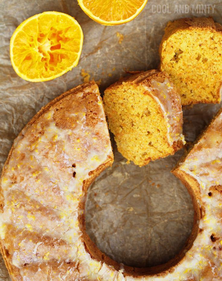 Ekspresowe w przygotowaniu ciasto marchewkowe z aromatem pomarańczy i lukrem pomarańczowym. Lekkie i delikatne, świetne do śniadaniówki...