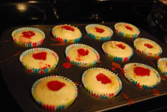 Champagne Cupcakes with Raspberry Curd – Happy New Year