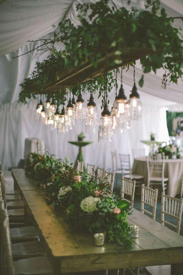 Que ce soit comme déco de la table ou boutonnière, comme accent dans les cheveux ou en tant que bouquet de marié, les fleurs mariage sont indispensables ...