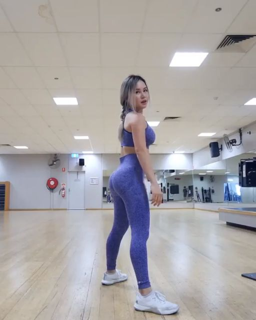 Squeeze the booty! Get rounder, fuller glutes with this leg day workout from Chloe Ting. For fast, full routines for your gym sessions head to @GymsharkTrain on Insta! #Gymshark #Workout #Target #Fitness #Gym #Exercise #Sweat #Challenge #Legs #Core #LegDay