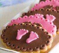 Op zoek naar een originele traktatie voor een babyshower? Maak dan deze prachtige baby girl koekjes met de FunCakes mix voor cookies.