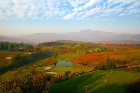 Champagne Sports Resort in the Drakensberg © Image courtesy Bill Davies http://www.n3gateway.com/things-to-do/golfing.htm
