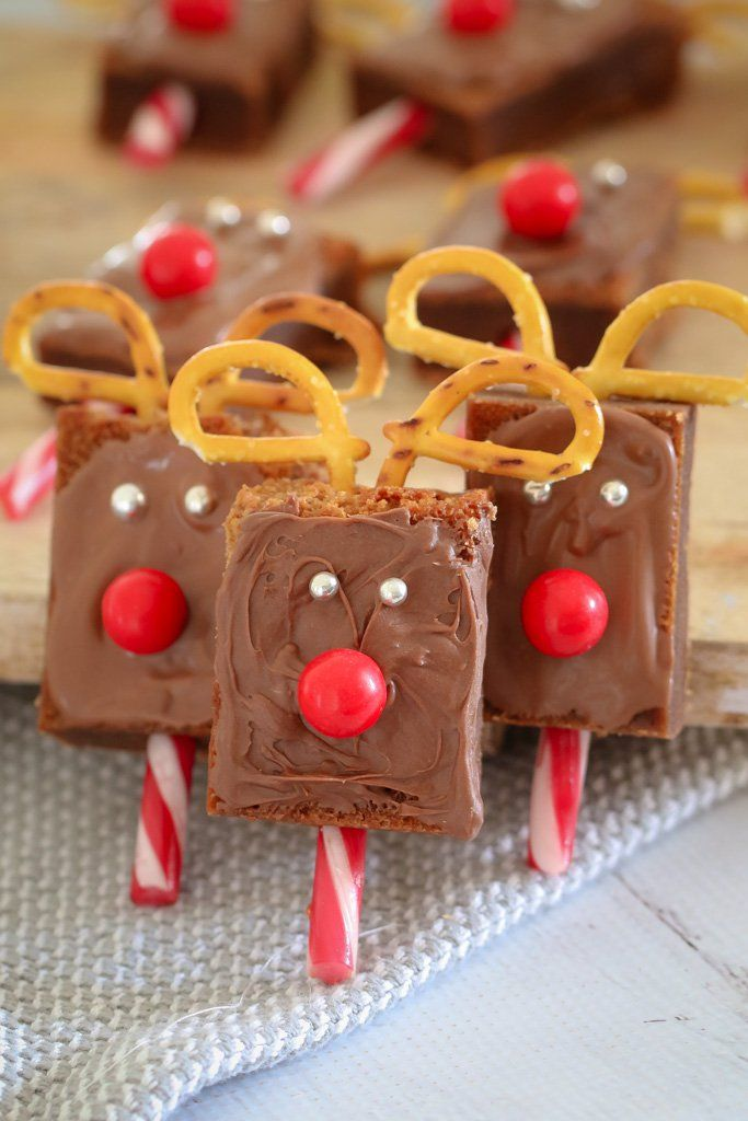 These cute-as-a-button and super easy CHRISTMAS REINDEER BROWNIES are sure to be a hit at your class Christmas party or end of year Christmas celebration!    #christmas #kids #party #recipes #reindeer #brownies #thermomix #conventional #pretzel #easy #recipe