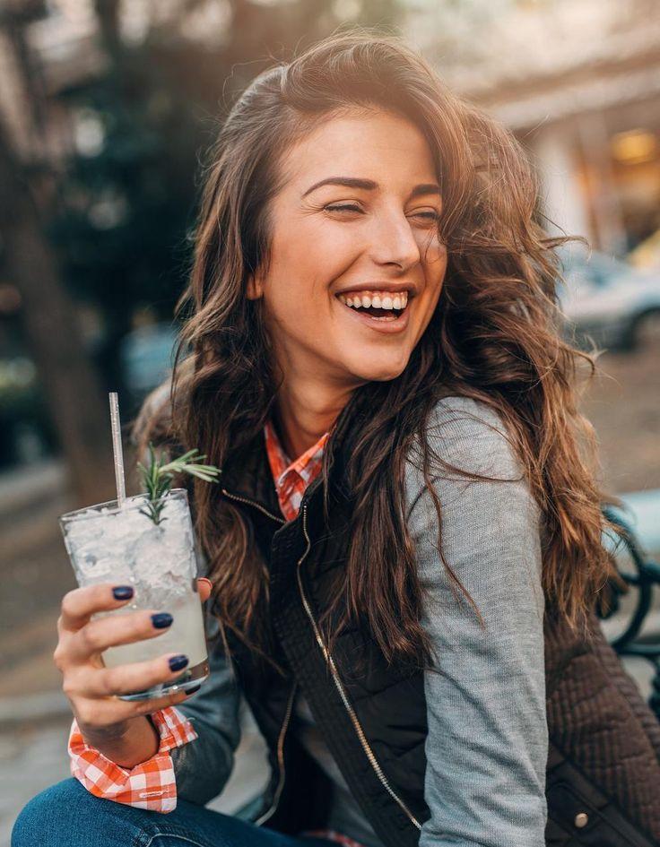 Fille joyeuse : découvrez 6 choses que les filles joyeuses font tous les matins...