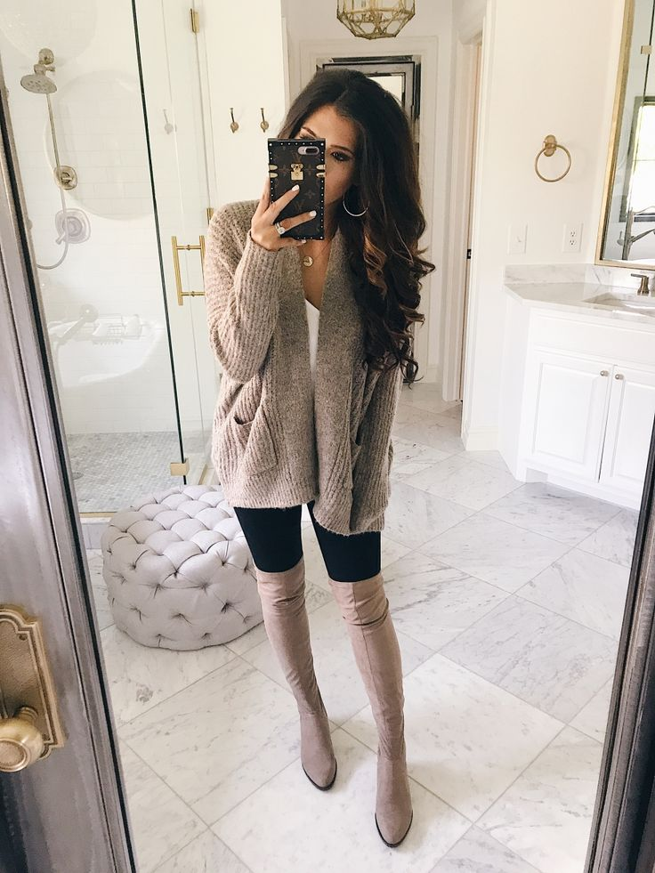 How cute is this fall outfit? Emily Gemma has the cutest style!