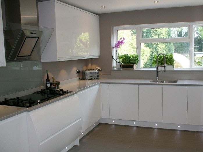 White Gloss Kitchens With Gray Worktops Gray Metro Wall Tiles