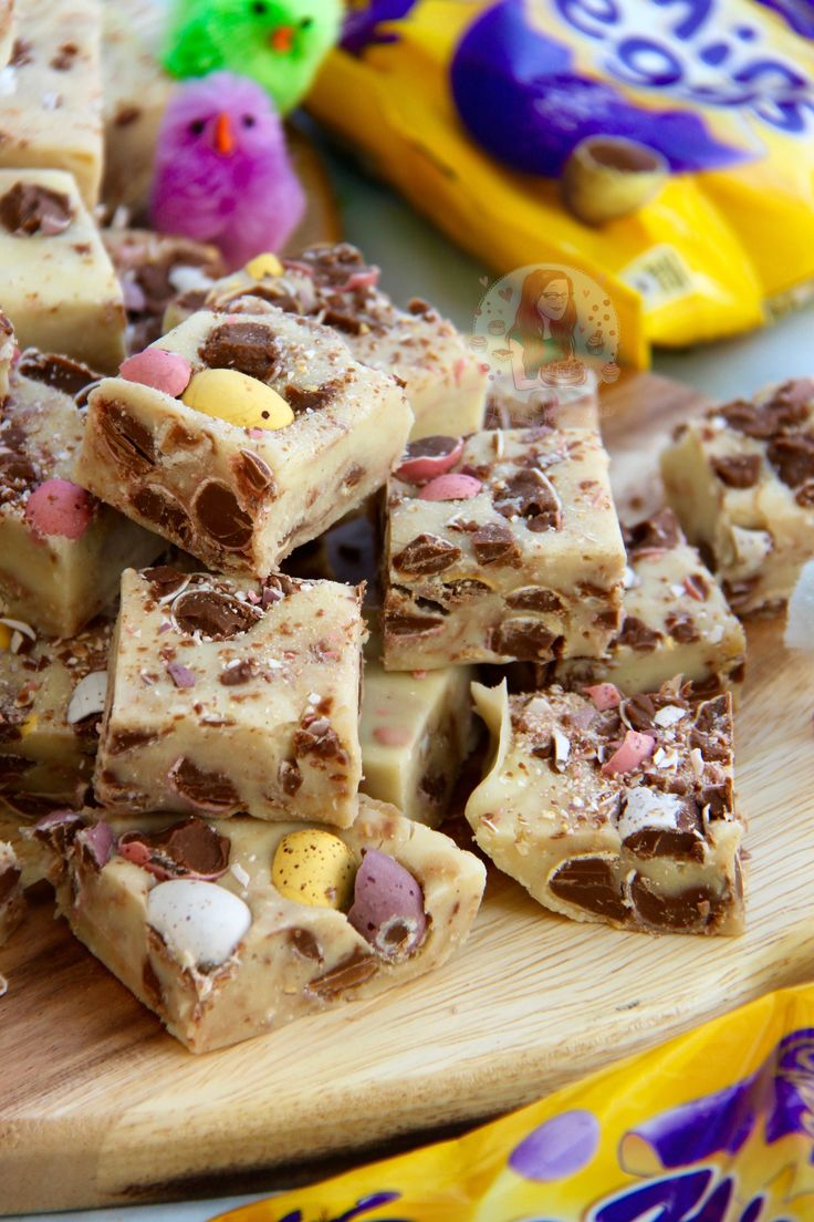 Delicious & scrumptious Mini Egg Fudge that is seriously easy to make at home, no boiling or sugar thermometers involved! So, its less than a...