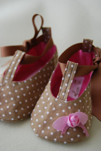 Toffee with a rose scent - baby shoes