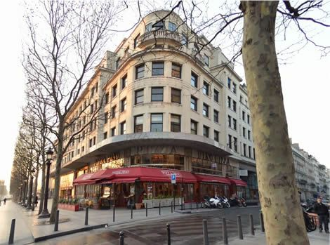 Pizza Pino, 31/33, av. des ´Champs-Elysées - Paris 8e. Good quality house-made Italian pizza and pasta in a prime location (other restaurants République, Opéra, Montparnasse). Family restaurant, always busy, good value, on the Nr. 1 metro line (Franklin D. Roosevelt).