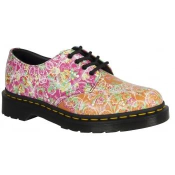 Wrapped in an eye-achingly bright printed upper the exclusive Daze Digital design in hot pink, lime, lilac and yellow - the Smiths is a surefire way to brighten up cold days. As well as its bold rave-inspired update, all the traditional Dr Martens details are present including 4-eye lace fastening, air cushioned soles and classic yellow welt stitching.