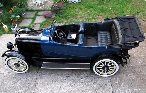 Todella vanhoihin autoihin tarjoaa mahdollisuuden Auburn.