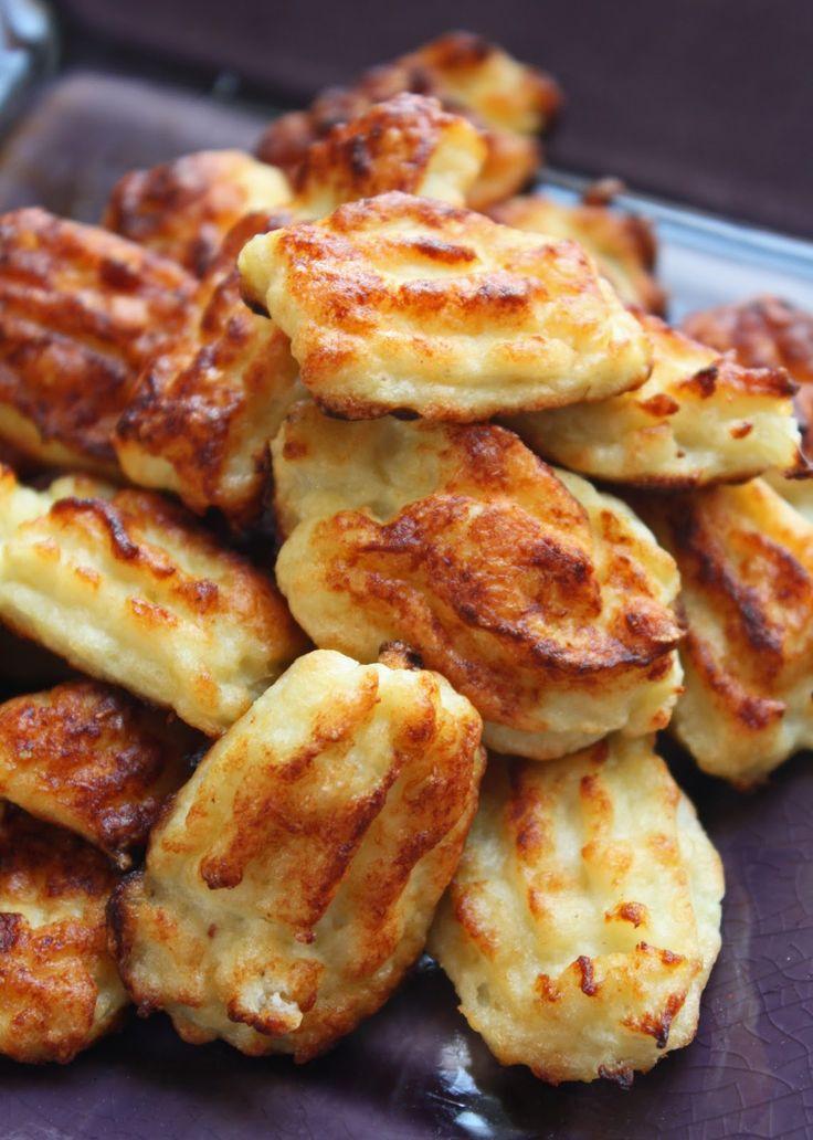 I Love puréed cauliflower, so I'm gonna LOVE these Cheesy Cauliflower Tater Tots