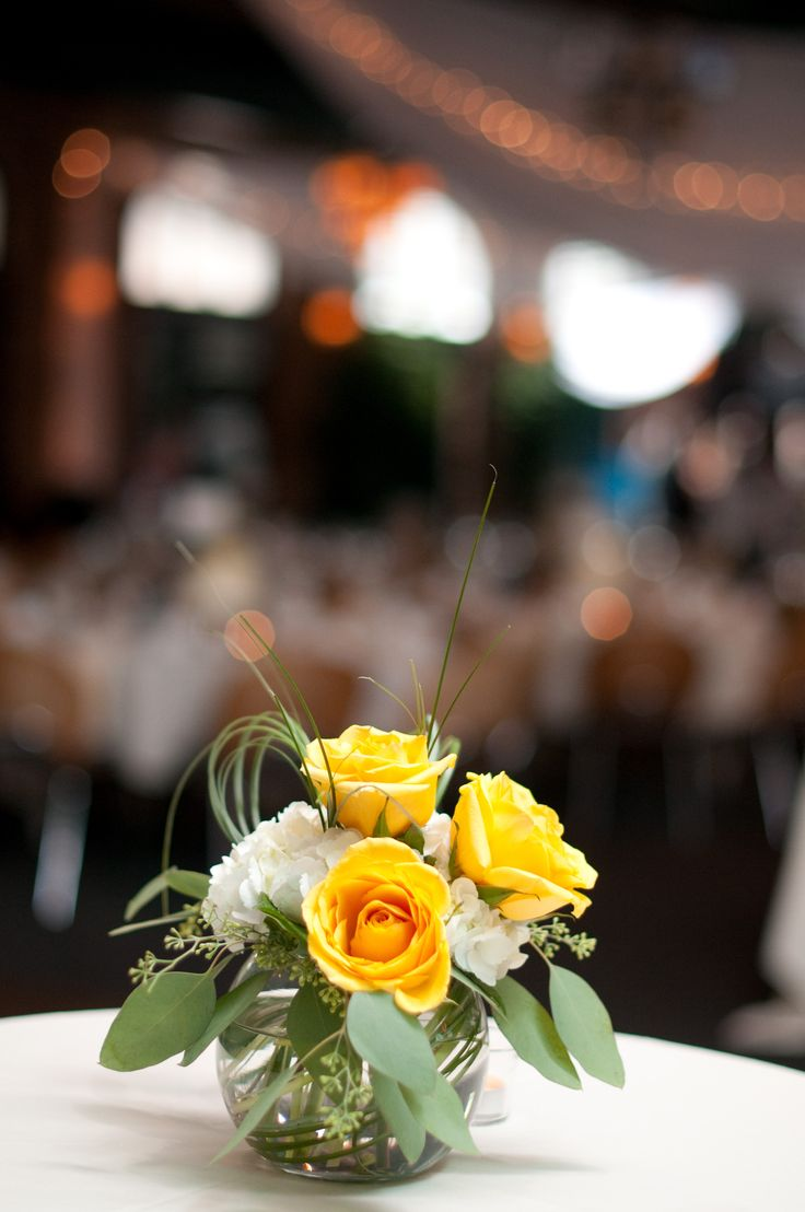 Best 25 small flower arrangements ideas on pinterest for Small centerpieces for tables
