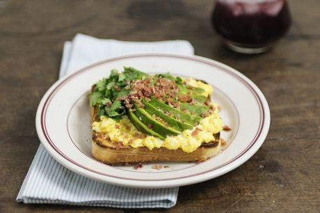 Sanduíche de abacate, bacon e ovo | Panelinha - Receitas que funcionam