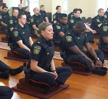 USA – Des policiers formés à calmer plutôt qu'à brutaliser