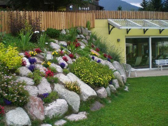17 migliori idee su giardino terrazzato su pinterest - Idee giardino in pendenza ...