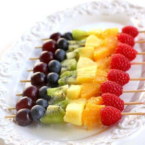 Fruit Skewers........easy and simple and everyone will eat a finger food that isn't messy!Recipe, Healthy Snacks, Rainbows Fruit, Fruit Kabobs, Parties Ideas, Kids, Fruit Kebabs, Fruit Skewers, Parties Food