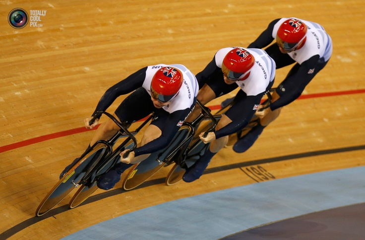 Britain's Philip Hindes, Chris Hoy and Jason Kenny compete in the track cycling men's team sprint qualifying heats at the Velodrome during the London 2012 Olympic Games . PAUL HANNA/REUTERS