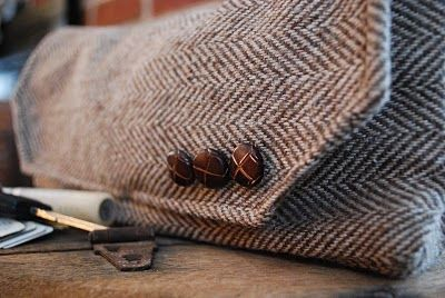 Coat Sleeve Pouch.. SO Making this!! I just recently bought a suit coat from a thrift store to make a clutch.. Now i know what to do with the sleeve!