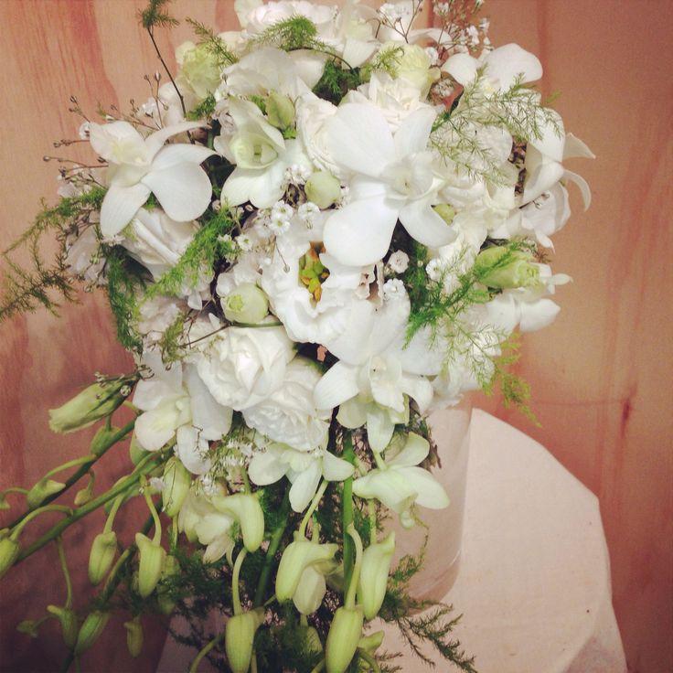 Little flower lane. White free flow mini trail bouquet.