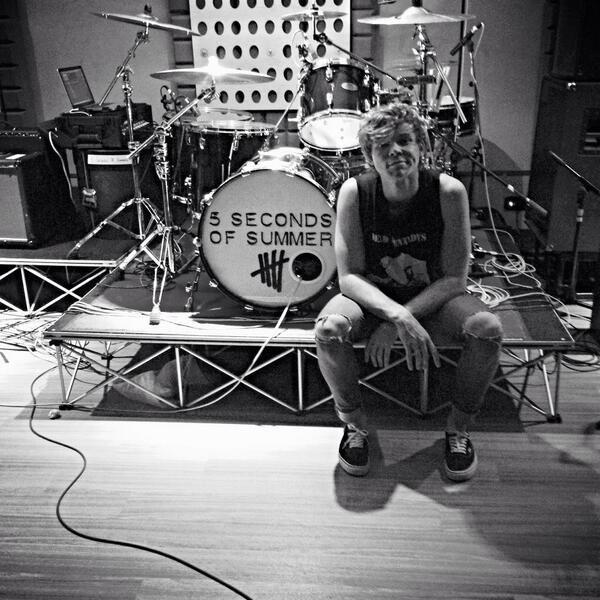 By Chorofila: 5 Second Of Summer Album, Drums Sets, Ashtonirwin, Ashton 5Sos, Ashton Fletcher, Ashton Irwîn, Ashton Irwin Drums, Summer 5Sos, Sos Ashton