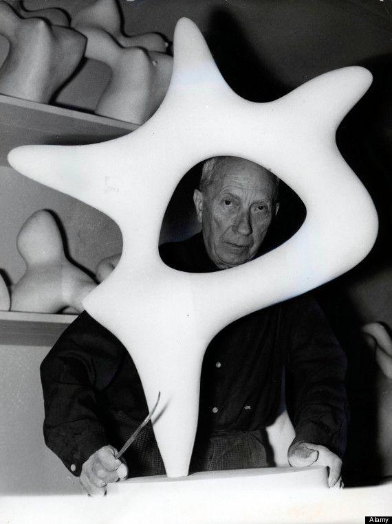 Jean Arp ou Hans Arp, né à Strasbourg le 16 septembre 1886 et mort à Bâle en Suisse le 7 juin 1966 était un peintre, un sculpteur et un poète allemand puis français.