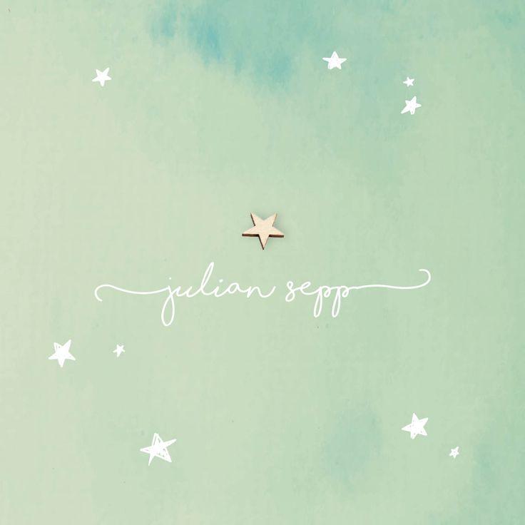 Dit mooie, rustieke geboortekaartje krijgt karakter door een echt houten ster. Met de aquarel achtergrond in de kleur oud groen. De doodle sterretjes geven het een speels effect | geboortekaartje jongen of meisje | bijzonder papier | uniekkaartje.nl