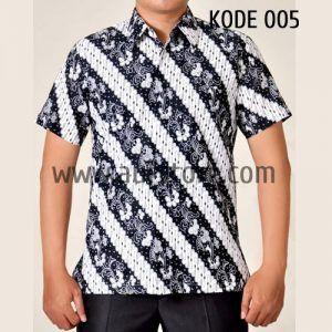 Kemeja Batik Pria Kode 005 ini merupakan batik printing yang terbuat dari bahan katun. Dibuat dengan jahitan yang rapih dan nyaman saat dipakai.