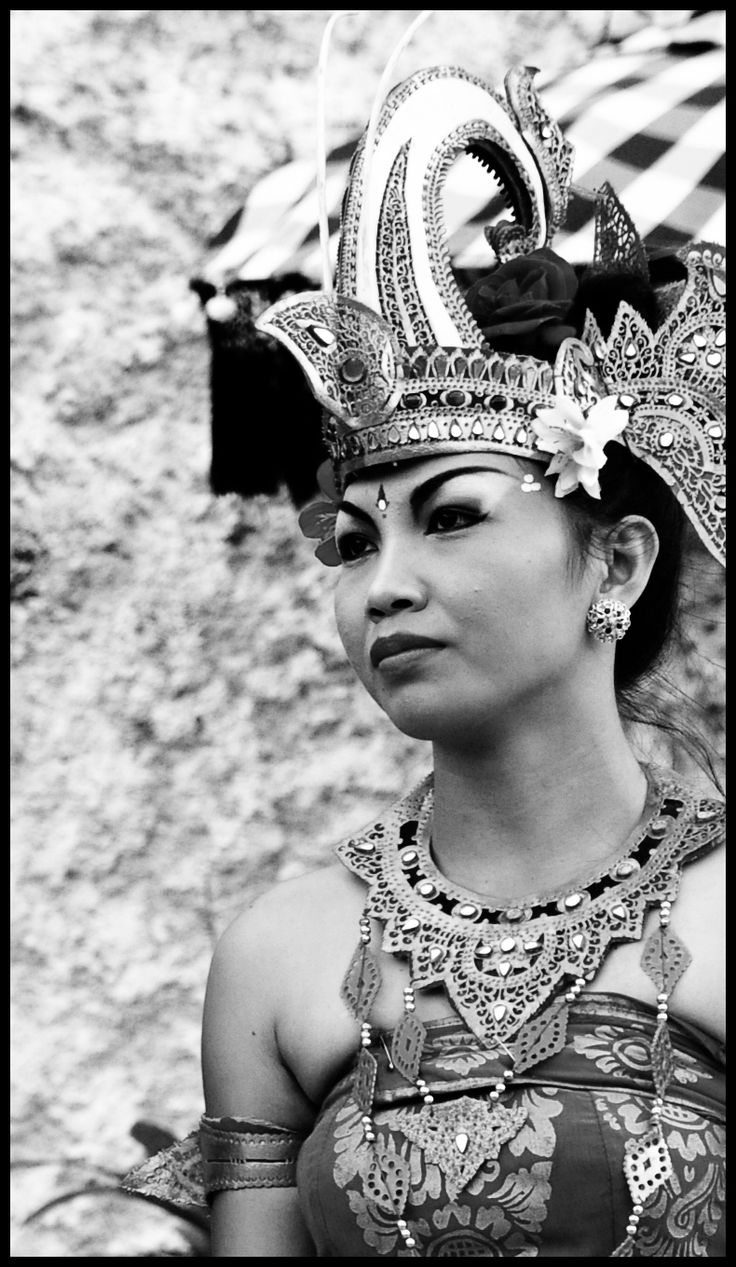 bali dancer bw