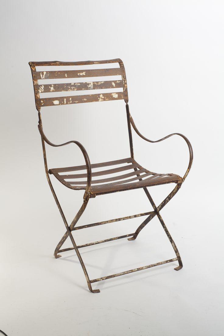Silla de hierro antigua para jardín o interior. Pieza única aunque hay la posibilidad de hacerla nueva con hierro pintado. http://luccabarcelona.com/es/sillas-y-sillones/51-sillon-de-jardin-de-hierro.html