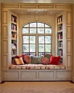 Lovely Window Seating With Beautiful PillowsBookshelves, Bays Windows, Windows Seats, Book Nooks, Bay Windows, Windowseat, Reading Nooks, Window Seats, Reading Spots