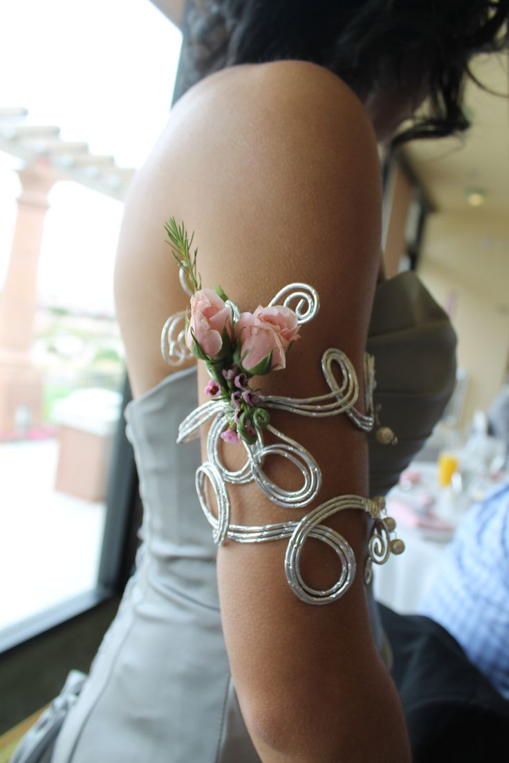 Arm corsage made from diamond wire